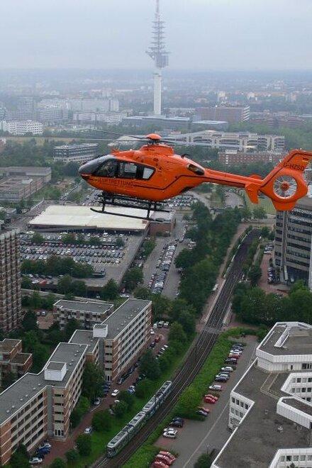Rettungshubschrauber Christoph 4 im Anflug auf die Medizinische Hochschule Hannover.