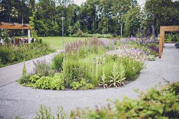 Blumenbeet im Garten des Johanniter-Pflegewohnhaus im Seniorenzentrum Böbingen