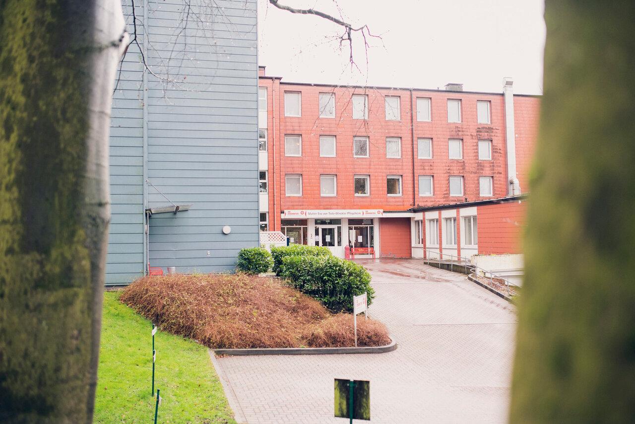 Einfahrt zum Mutter Eva von Tiele Winckler-Pflegeheim in Wentorf