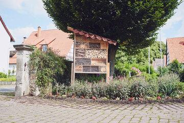 Immer ausgebucht: das Insektenhotel im Garten des Johanniter-Stift Lügde