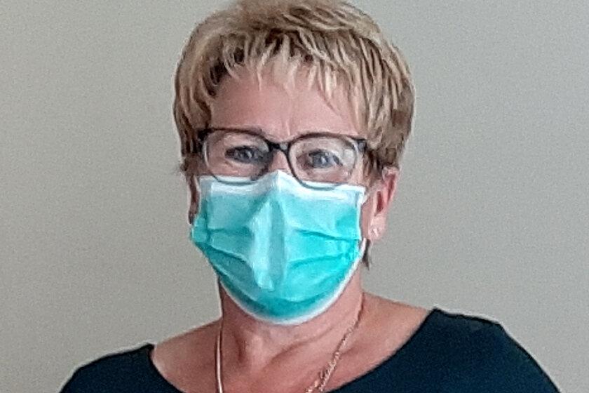 Profilbild mit Maske der Johanniterin Petra Kellner