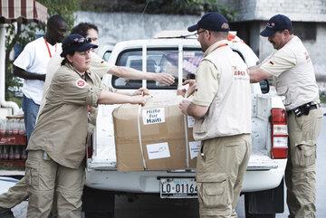 Mehr als 200.000 Menschen sterben 2010 in Haiti bei einem schweren Erdbeben. Die Johanniter leisten den größten Soforthilfe-Einsatz ihrer Geschichte.