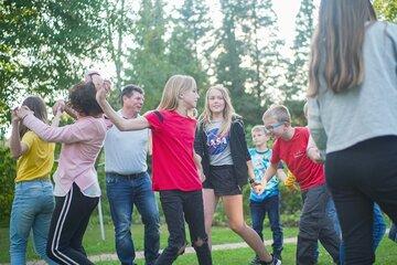 Unabhängig von Geschlecht, Nationalität und Weltanschauung ermöglicht die Johanniter-Jugend Kindern, Jugendlichen und jungen Erwachsenen Gemeinschaft zu erleben