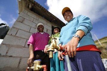 Die neuen Trinkwasserleitungen liefern zukünftig sauberes Wasser direkt aus den natürlichen Quellgebieten.