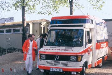 """Der neuartige Rettungswagen """"SAVE"""" der Johanniter aus dem Jahr 1980."""