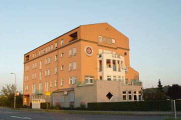 Außenaufnahme der Johanniter-Regionalgeschäftsstelle in Mannheim Friedrichsfeld in den 1990er Jahren..
