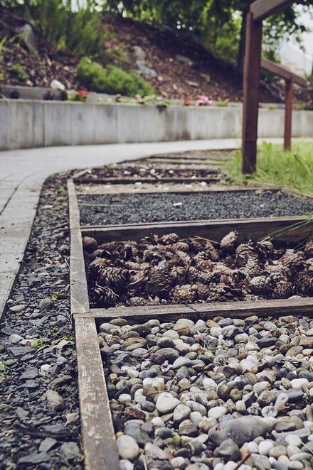 Barfußpfad im Garten