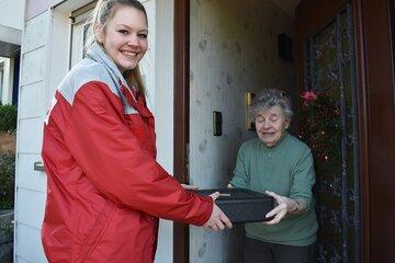 Wenn das Essen kommt, ist es immer ein Highlight für die Senioren. Was wird es heute geben?