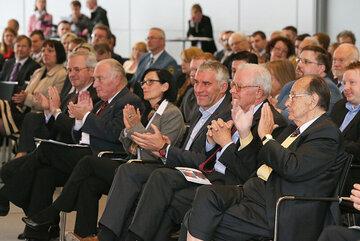 Applaus für die Gewinner auf der Preisverleihung des Hans-Dietrich-Genscher-Preis und Johanniter-Juniorenpreis 2013