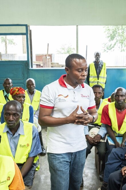 Johanniter employees educate and train health workers
