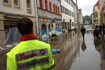 Hochwassereinsatz im Jahr 2013: Die Donau, Elbe und Saale treten über ihre Ufer und überschwemmen weite Gebiete.