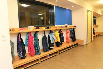 """Garderobe für die Kinder der Johanniter-Kinderkrippe """"Turmwichtel"""" Bad Abbach"""