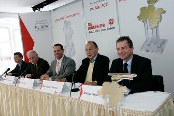 Die Gewinner und Juroren auf der Preisverleihung 2011 des Hans-Dietrich-Genscher-Preis und Johanniter-Juniorenpreis