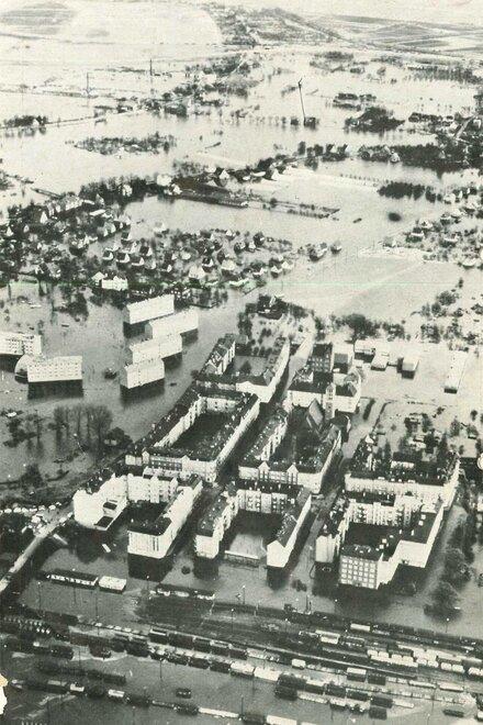 Eine Luftaufnahme von Hamburg nach der Sturmflut im Jahr 1962. Große Teile der Stadt wurden damals überschwemmt und verwüstet.
