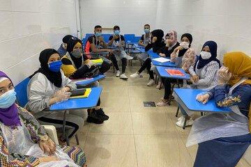 Die Klasse von Aya in ihrem Klassenzimmer