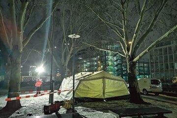 Das mobile Kältezelt für Wohnungslose steht an der Engelenschanze in Münster.