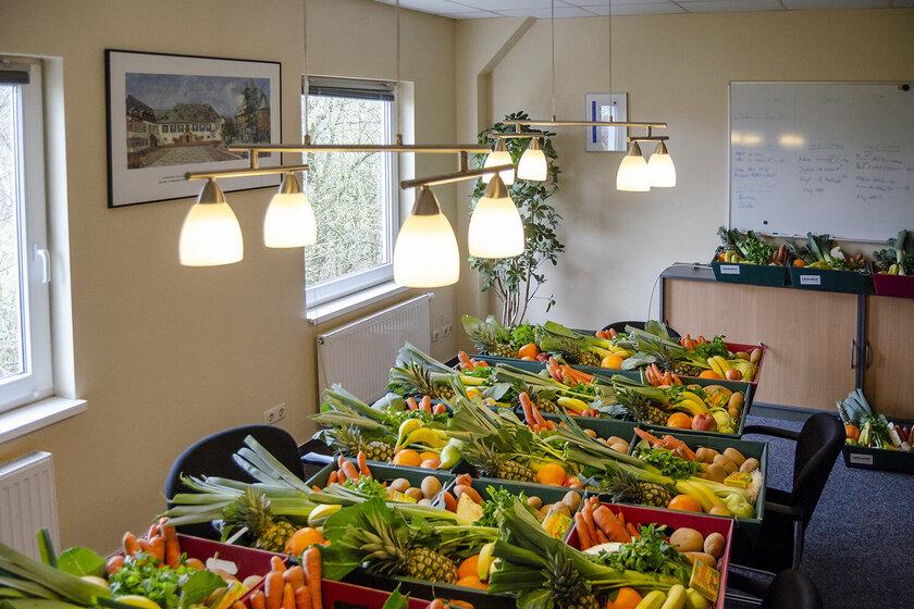 25 Körbe mit Obst und Gemüse wurden von der Schleswig-Holsteinischen Genossenschaft des Johanniterordens an die Lübecker Familienhilfe gespendet.