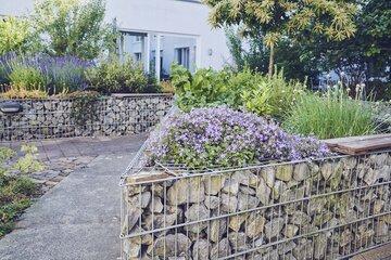 Hochbeet im Garten des Johanniter-Hauses Waibstadt