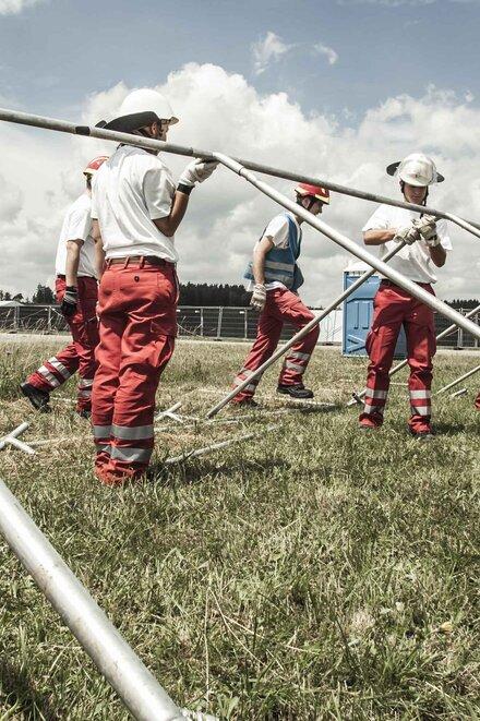 Wenn bei einer Großveranstaltung wie dem Southside Festival etwas passiert, sind die Johanniter vor Ort und leisten erste medizinische Hilfe.