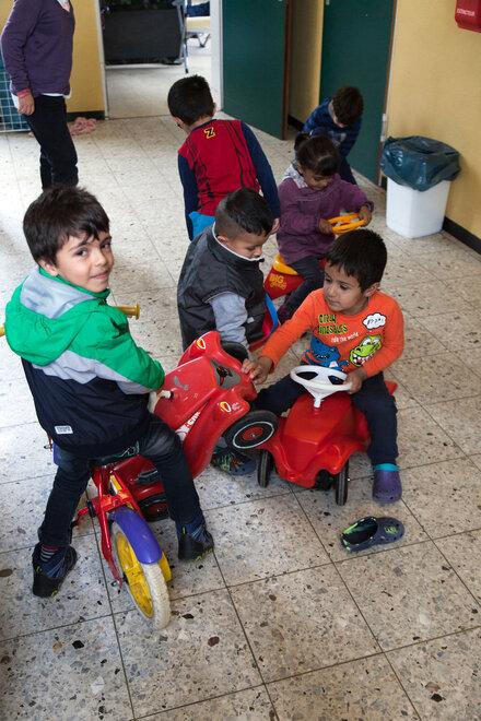 Spielende geflüchtete Kinder im Jahr 2015.