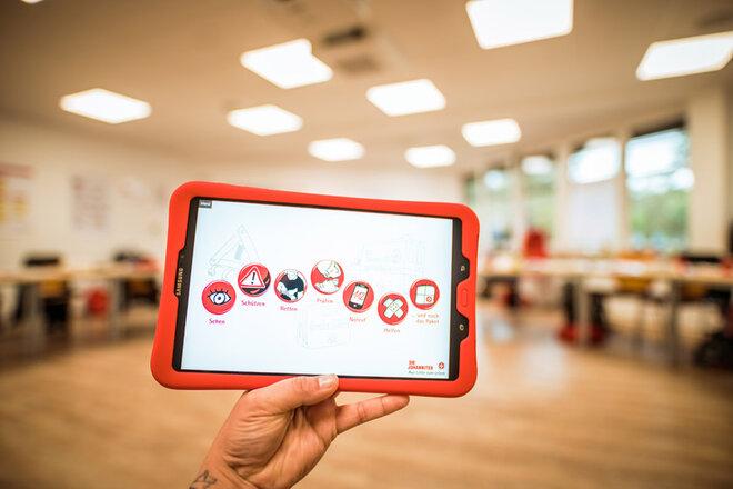 Schulungs-Tablet mit den einzelnen Unterrichtsmodulen