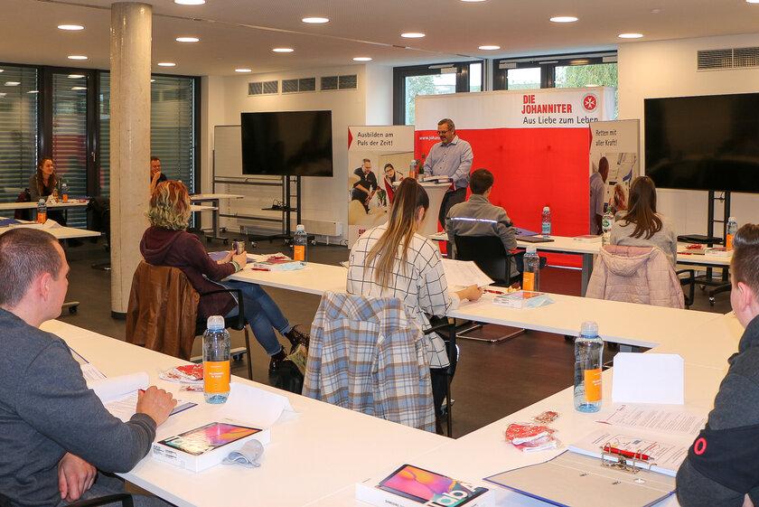 Blick in das Klassenzimmer zur Eröffnung der Johanniter-Rettungsdienstschule in Mannheim.